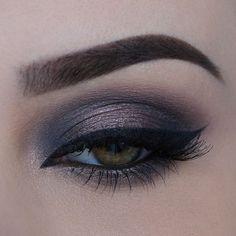 ▪️Dramatic halo ft. @urbandecaycosmetics Naked 2 palette▪️#makeup#anastasiabrows#anastasiabeverlyhills#vegas_nay#dressyourface#mayamiamakeup#hudabeauty#wakeupandmakeup