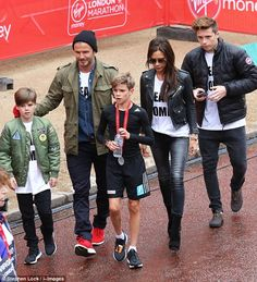 Team Romeo! David & Victoria congratulate their son at London Marathon #dailymail