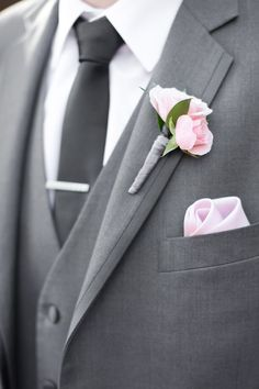 Wedding Suit grey groom suit with a black tie and a pink boutonniere Grey Suit Wedding, Wedding Groom, Purple Wedding, Wedding Flowers, Blush And Grey Wedding, Summer Wedding, Pink Boutonniere, Boutonnieres, Modern Groom