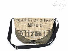 Tasche aus echtem Kaffeesack mit Originaldruck und Polsterstoff. Die Tasche ist innen gefüttert, mit Reißverschlussinnentasche.  Der Henkel ist verstellbar, so dass die Tasche auch diagonal...