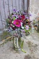 velká květina k narozeninám, květinový dárek k narozeninám, řezané sezonní květiny Glass Vase, Floral Wreath, Wreaths, Plants, Floral Crown, Door Wreaths, Deco Mesh Wreaths, Plant, Floral Arrangements