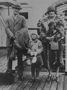 "artdecoandmodernist: "" F. Scott Fitzgerald, Scotty Fitzgerald and Zelda Fitzgerald, Around the American novelist Francis Scott Fitzgerald, his wife Zelda Sayre and their daughter Scotty posed on board a liner during one of their many. Harlem Renaissance, Roaring Twenties, The Twenties, Scott And Zelda Fitzgerald, Walt Disney, Art Deco, American Literature, The Great Gatsby, Scottie"
