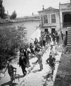 YUNAN işgalindeki İzmir'de. Fun World, Biomes, Ottoman Empire, Military History, World History, Vintage Photos, Istanbul, Greece, Street View