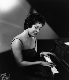 Jazz singer and pianist Shirley Horn.  Wow!  A young Shirley Horn :-)