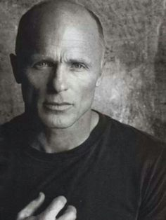 Ed Harris phenomenonal actor that is handsome and manly, but he does not get his credit in Hollywood. It's a shame Hollywood is so shallow in respects of leading men and women. Sydne Rome, Gorgeous Men, Beautiful People, Beautiful Pictures, Robert Downey Jr., Bald Men, Actrices Hollywood, Robin Williams, Black And White Portraits