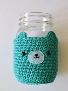 Keep cool and not freeze your hands with this adorable mason jar bear cozy by Pops De Milk: FREE crochet pattern
