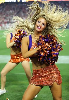 "Pinned by ""Sports Illustrated"" : Cheerleaders of the College Bowl Games College Cheerleading, Cheerleading Uniforms, College Football, Clemson Football, Hottest Nfl Cheerleaders, Football Cheerleaders, College Bowl Games, Cheer Athletics, Professional Cheerleaders"