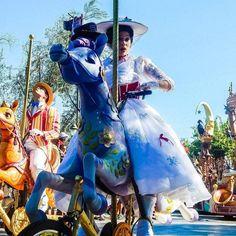 Bert What Are You Doing#marypoppins #bert #mary #poppins #facecharacters #Disneyland #disney #soundsationalparade #soundsational #parade #disneyland60 #disneylandresort #dlr #disneylandcalifornia #anaheim #california #disneygram #intasdisney by abrokensmolder