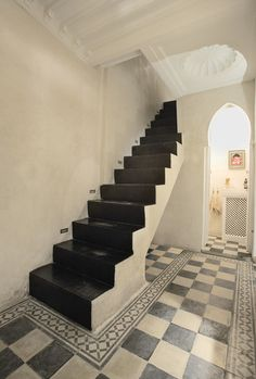 Sublime & graphic stairs in Marrakech riad (this house is for sale! check it out here: http://moroccanmaryam.typepad.com/my_marrakesh/2012/11/marrakech-and-a-tale-of-a-beautiful-moroccan-courtyard-house-riad-for-sale.html)