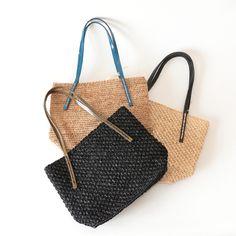 """サンアルシデ(Sans Arcidet)の定番人気のカゴバッグ BEBY BAGのXSサイズ。小さめのラフィアトートバッグです。""""ちょっとそこまで""""の軽い外出の時でも、こんな素敵なバッグでお出かけしたいですね。 #sansarcidet #サンアルシデ #かごバッグ #ラフィア #トートバッグ #tasutasu"""