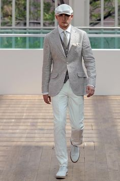 Light summer colours and amazing, well fitted jacket. White cotton shirt looks so good here