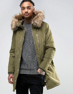Get this Pull&Bear's parka now! Click for more details. Worldwide shipping. Pull&Bear Parka With Faux Fur Hood In Khaki - Green: Parka by Pull Bear, Woven fabric, Padded lining for extra warmth, Fixed hood, Faux-fur trim, Zip fastening with press-stud placket, Functional pockets, Regular fit - true to size, Machine wash, 100% Polyester, Our model wears a size Medium and is 185.5cm/6'1 tall. ABOUT PULL BEAR Born in the 90s, Pull Bear aren�t ones to suffer stereotypes. With a big nod to…