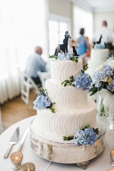 Gabbie Burseth Photography: Wedding cake with blue hydrangeas! And the cake topp. - Gabbie Burseth Photography: Wedding cake with blue hydrangeas! And the cake topper with their dog? White Buttercream, Buttercream Wedding Cake, Blue Hydrangea Wedding, Wedding Bouquets With Hydrangeas, Hydrangea Cakes, Blue Hydrangea Bouquet, Hydrangea Tattoo, Hydrangea Arrangements, Wedding Cakes With Flowers