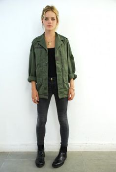 Womens Army Jacket - Womens Army Jacket Source by - Army Green Jacket Outfit, Green Shirt Outfits, Military Jacket Outfits, Military Jacket Women, Khaki Jacket, Military Jackets, Biker Jackets, Black Jackets, Denim Jackets