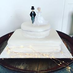 M e r n a  K e n Cake for today's Diamond Wedding Anniversary Lunch celebration. Wonderful to see such a happy couple celebrating 60 years together with their closest family friends and the original bridal party! by lornebeachpavilion http://ift.tt/1IIGiLS