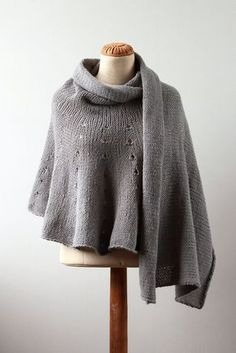 Ravelry: Petal Wrap pattern by Jacqueline Kilmartin Knit Or Crochet, Crochet Shawl, Crochet Cape, Crochet Edgings, Crochet Motif, Ravelry, Shawl Patterns, Knitting Patterns, Handgestrickte Pullover