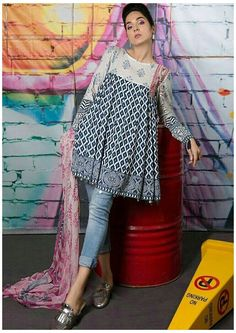Pakistani Fashion Casual, Pakistani Dresses Casual, Indian Fashion Dresses, Pakistani Dress Design, Indian Designer Outfits, Kurti Pakistani, Kurti Neck Designs, Kurta Designs Women, Kurti Designs Party Wear