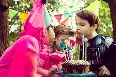 Dia de alegria de rever os amigos a família e comemorar a vida! Vivaaaaa!!!  . . #NaFestejoCadaFestaÉÚnica!  Saiba mais em nosso site! . . #FestejoInBox #ComemoreComAFestejo #FestejeComAFestejo #FestaDeCrianca #FestaDeCriança #FestaInfantil #FestaPersonalizada #FestaEmCasa #PartyDecor #KidsParty #CompreDasMães #AquiTemMãeEmpreendedora #Maternativa #DioramaFestejoInBox #DesignerFestejoInbox #MenosÉMais #FeitoComAmor