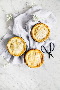 apple and pear mini pies | hummingbird high || a desserts and baking blog