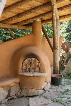 All About Cob: A Sculptural, Natural Building Material - WebEcoist - Cob is a mixture of clay, sand and straw that can be worked like clay and sculpted into free-form s - Wood Oven, Wood Fired Oven, Outdoor Oven, Outdoor Cooking, Outdoor Fire, Cob Building, House Building, Building Ideas, Building Materials