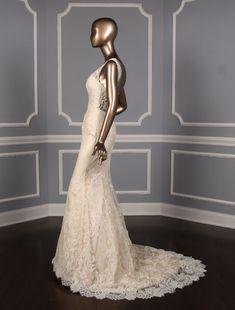 This gorgeous Ines Di Santo Prague wedding dress is absolutely magnificent! This couture bridal gown is made from luxurious ivory lace! Sheer Wedding Dress, Wedding Dresses With Straps, Fit And Flare Wedding Dress, Wedding Dress Sizes, Dream Wedding Dresses, Designer Wedding Dresses, Lace Wedding, Wedding Country, Wedding Beach
