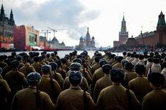 7.11 La Russie a fêté aujourd'hui le 74e anniversaire de la parade historique de 1941. Les troupes de l'Armée Rouge avaient alors avancé sur la Place Rouge alors que les Nazis allemands ne se trouvaient qu'à quelques kilomètres de Moscou.Photo: AFP/Kirill Kudryavtsev