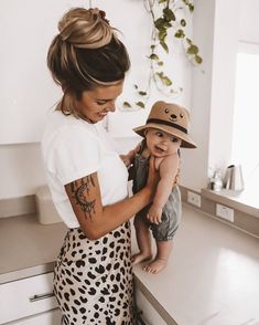 Mom And Baby Photography Discover Baby love xx Cute Kids, Cute Babies, Foto Newborn, Newborn Baby Photos, Future Mom, Foto Baby, Baby Family, Mode Inspiration, Baby Fever