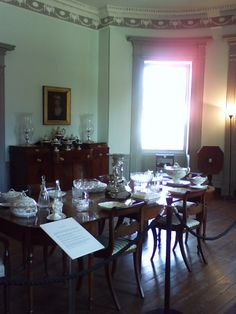 1790 - Dining Room with a banquet-length dining table.