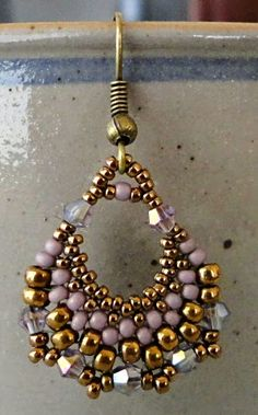 Linda's Crafty Inspirations: Free Beading Tutorial: Semi-Circular Earrings