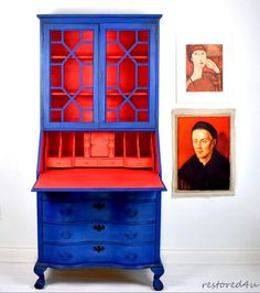 Annie Sloan Painter in Residence Ildiko Horvath of Restored 4U finished this gorgeous secretary desk and dresser in beautiful contrasting colors. She was trying to mix the perfect hot coral color and she got it! To get this color she mixed Chalk Paint®️️ by Annie Sloan in Emperor's Silk, Barcelona Orange, Antoinette and Pure White.