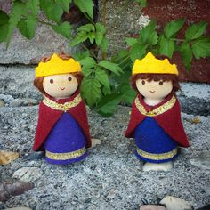 Christmas Clothes Peg Dolls | Peg Doll Queen | Wildflower Toys
