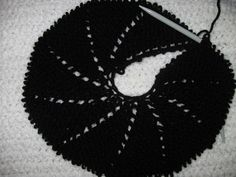 Diy Pouch Tutorial, Diy And Crafts, Holiday Decor, Wool Hats, Crochet Hats, Knitted Beanies, Ponchos, Berets, Crochet Baby