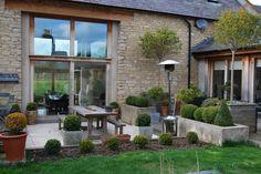 Aménagement jardin et terrasse près d'une grande modernisée (Barn conversion)