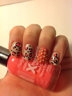 """nude coral leopard print with gold studs accent nails nail art design (""""sand tropez"""" by Essie, """"coral reef"""" by Sally Hansen, Gold studs, Black nail art pen) So Nails, Glam Nails, Beauty Nails, Cute Nails, Pretty Nails, Hair And Nails, Toe Designs, Cool Nail Designs, Diy Nail Polish"""
