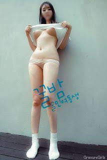 Korean Busty Amateur Girl Posing Naked   GravureGirlz