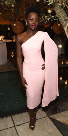 Lupita Nyong'o in Alex Perry at the Vanity Fair And Lancôme Toast Women In Hollywood Event Alex Perry, Rachel Brosnahan, Event Dresses, Nice Dresses, Formal Dresses, Hugo Boss Trajes, Vestido Strapless, Cape Dress, Mademoiselle