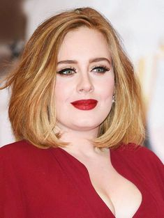 11 Most Flattering Hairstyles for Round Faces: The Lob on Adele. for round faces 11 Most Flattering Hairstyles for Round Faces Fat Face Haircuts, Haircuts For Round Face Shape, Hairstyles For Fat Faces, Short Hair Cuts For Round Faces, Cool Short Hairstyles, Bob Hairstyles, Short Haircuts, Lob Haircut Round Face, Adele Hairstyles