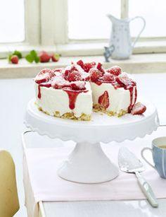 Erdbeer-Kokos-Torte - Kühlschrankkuchen: Kuchen ohne Backen - [LIVING AT HOME]