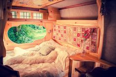 Mmm... what a tempting bed! Quirky Campers - London - Magic Mike