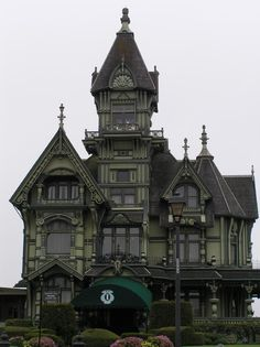 Victorian house colors ideas 48 – Home Sweet House - architecture house Gothic Revival Architecture, Beautiful Architecture, Beautiful Buildings, Beautiful Homes, Architecture Design, Creepy Houses, Spooky House, Old Victorian Homes, Victorian Gothic