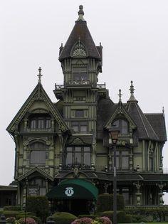 I love creepy old Victorian homes