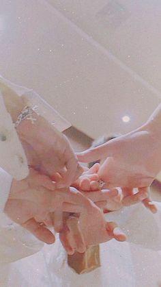 Teamwork makes the dream work // bts Bts Taehyung, Bts Bangtan Boy, Bts Jimin, Bts Wallpaper Lyrics, K Wallpaper, Special Wallpaper, Foto Bts, Bts Polaroid, Polaroids