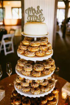 wedding cake alternatives with donut tower Doughnut Wedding Cake, Wedding Donuts, Wedding Desserts, Doughnut Cake, Wedding Cupcakes, Donut Tower, Donut Bar, Small Wedding Cakes, Floral Wedding Cakes