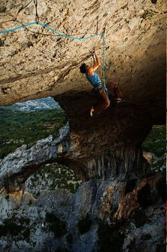 www.boulderingonline.pl Rock climbing and bouldering pictures and news On the underside - D