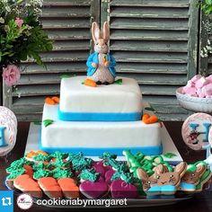 #Repost @cookieriabymargaret ・・・ E o dia por aqui termina com essa imagem deliciosa de mesa carioca do Peter Rabbit, com cookies da Cookieria! 💕💕#cookieria #cookieriaoficial #cookieriabymargaret #docesfinos #sobencomenda #peterrabbit #peterrabbitcookies #beatrixpotter #pascoa #bunny #decoratedcookies #bolachasdecoradas #biscoitosdecorados #icedbiscuits #icingcookies #galletasdecoradas #amanteigadosdecorados #1anodahelena #batizado #babygirl #babytheme #easter #pascoa #mrstwiggywinkle…