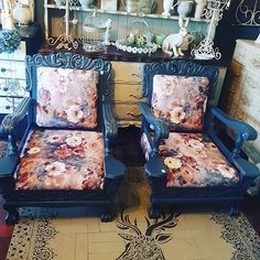 A beautiful couple! Amazing restoration by ❤️👵🏻 . Chalk Paint Furniture, Beautiful Couple, Painting Techniques, Country Decor, Furniture Makeover, Stencil, Restoration, Shabby Chic, Arts And Crafts