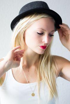 #redlips #hat #blondes #whatabeauty #portrait #womenphotography
