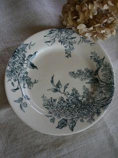 Vintage Plates, Vintage Dishes, Porcelain Ceramics, Ceramic Art, Oh My Home, Blue Bowl, Cool Kitchens, French Antiques, Dinnerware