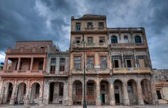 #Arquitectura #Malecón #Cuba - #Edificios de #LaHabana en #ruinas para luego ser restaurados. www.ElMalecón.com