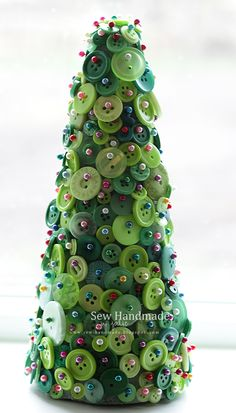 children's christmas craft - button tree! www.sew-handmade.blogspot.com.